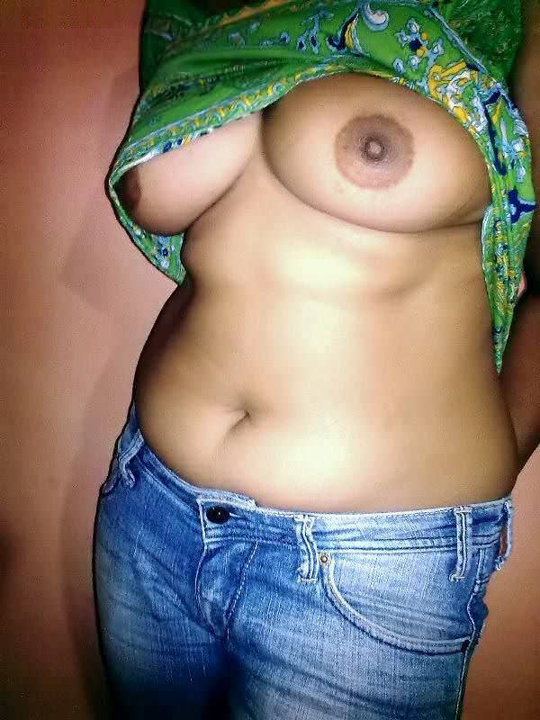 Bade boobs wali ladki ka photo