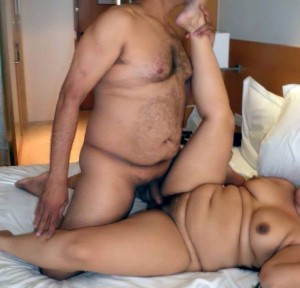 Uncle aunty ke sex ka photo - Hotel me chudai