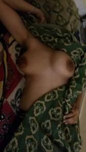 Saree ke pichhe aunty ke boobs