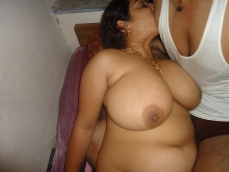 Bade mamme wali aunty ne bhatije se chudwaya