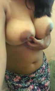 Meri padosan bhabhi Jasmine ke bade balls
