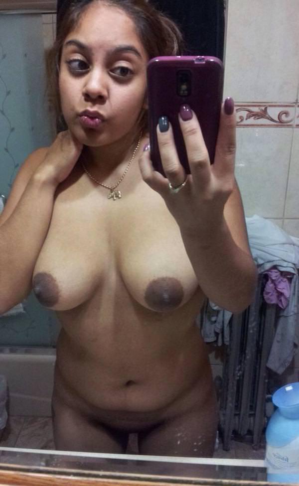 Naina ne apne boobs ki selfie li