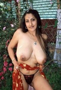 bade chuche wali rambha aunty