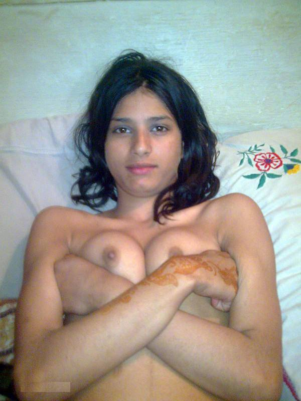 Priya ne kuch boobs dikhaye