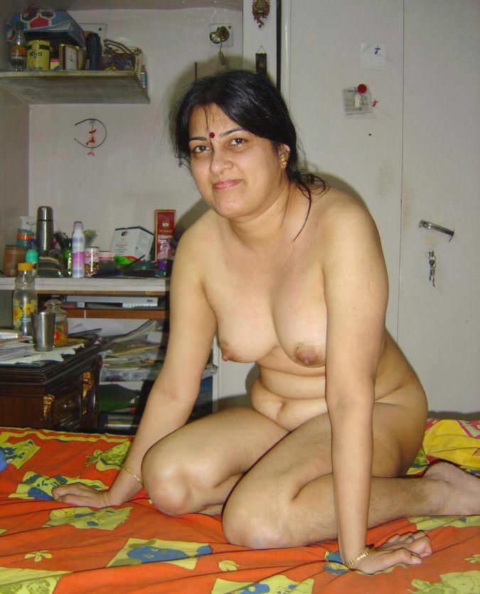 Nangi pushpa aunty