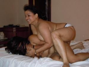 Reema or Teena aunty ki lesbian masti