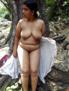 Picnic me mami ke boobs dekhe