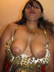 Shabnam aunty ke sexy boobs