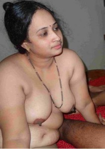 Bhabhi ke makhmali boobs