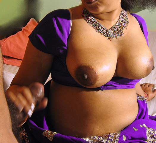 22 tamil aunty boobs pressed boss - 2 part 6