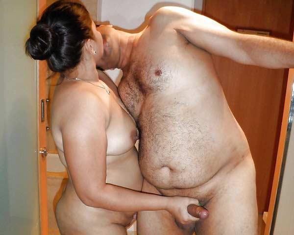 Couple ne swap karne ka maza liya