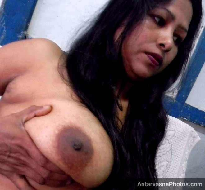 Moti teacher aunty ne apne boobs khole