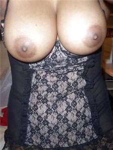 Bhabhi ke bade boobs ke maje nighty me