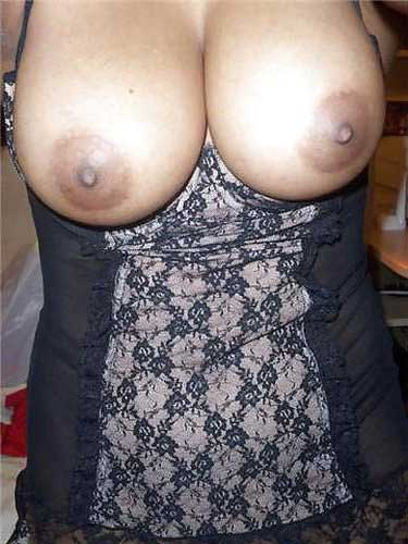 Bhabhi ke bade boobs ke maje nighty me