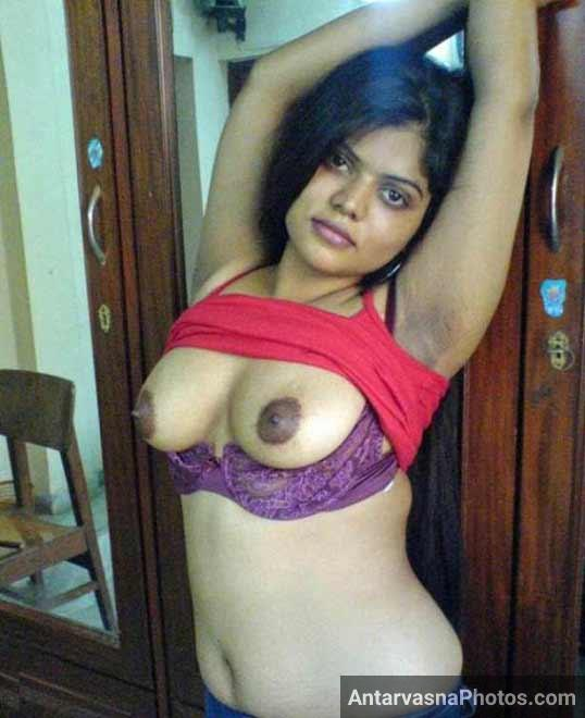 Model Rekha bhabhi ne boobs khole