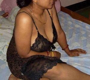 Bade Indian boobs nighty me kitne sexy lag rahe hai