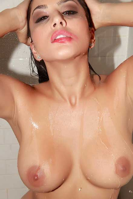 Sunny leone ke bade sexy boobs ka photo