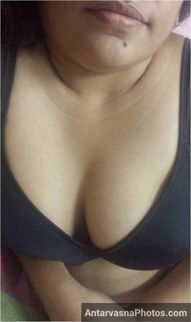 Black bra me padosan aunty ke boobs
