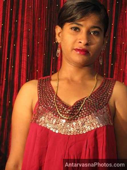 Sexy style me khadi hui Ritu bhabhi