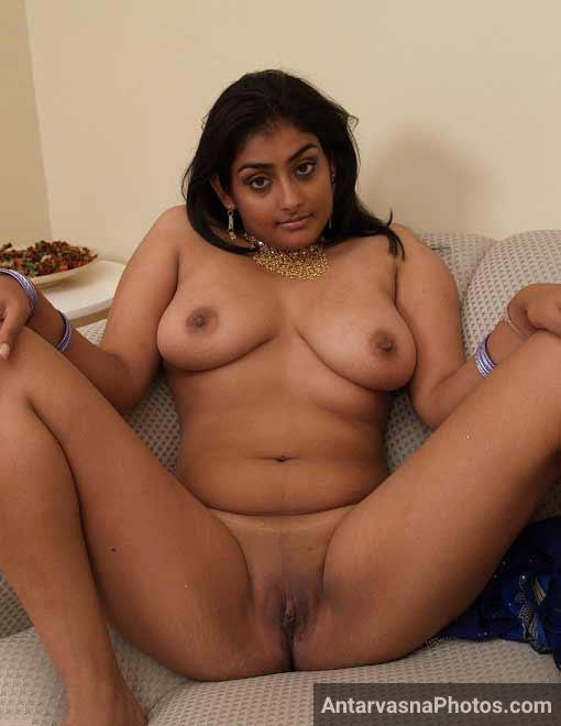 Desi nude bhabhi ne apna bhosda khola - Indian porn photo