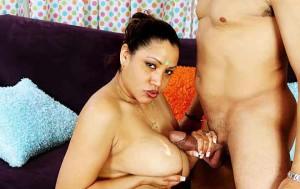 Badi chuchi wali aunty ne lund ka pani boobs par hi le liya
