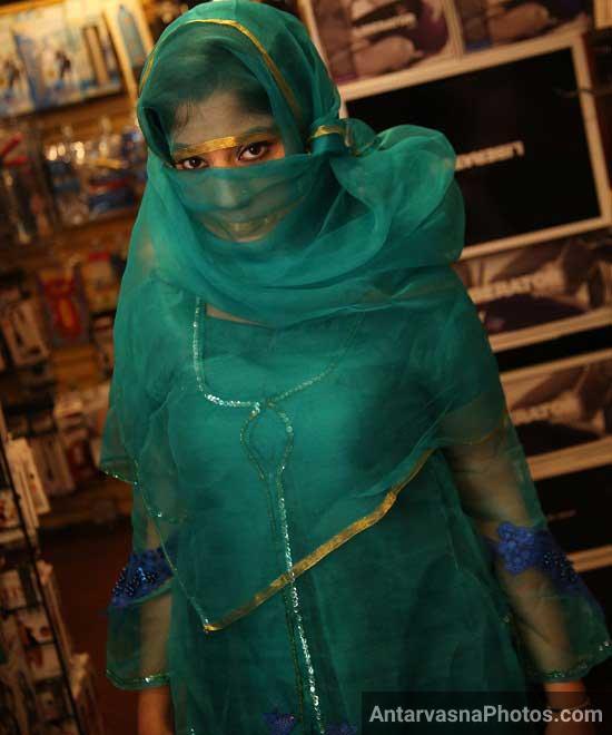 Chudwane ke lie nakab me hai Zainab bhabhi