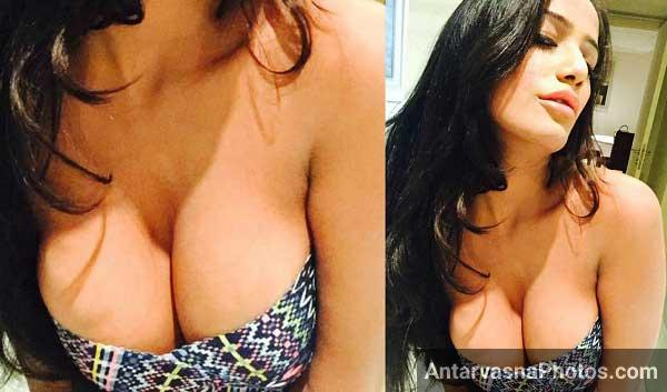 Poonam pandey ke boobs ka mast cleavage, uske boobs itne bade hai islie cleavage bhi bada hi hona tha