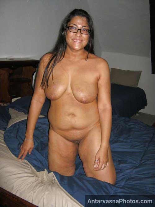 Hot Indian aunty ki chut aur boobs ka photo