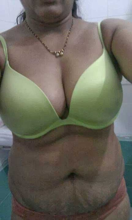 Big boobs sexy bra ke andar