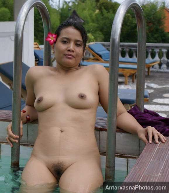 Swimming pool me khadi hui desi randi ki mast sexy chut ka photo