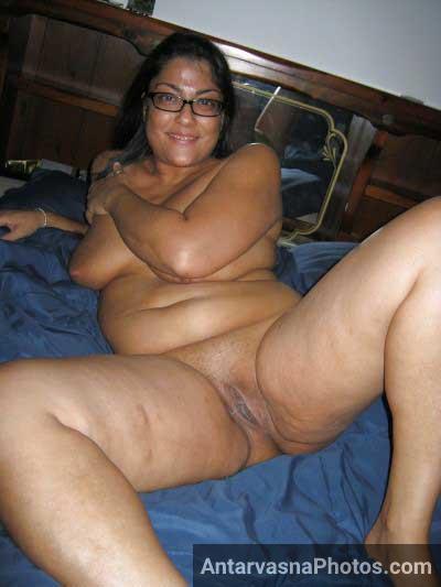 Indian aunty ki chut ekdam mast sexy aur clean shaved thi