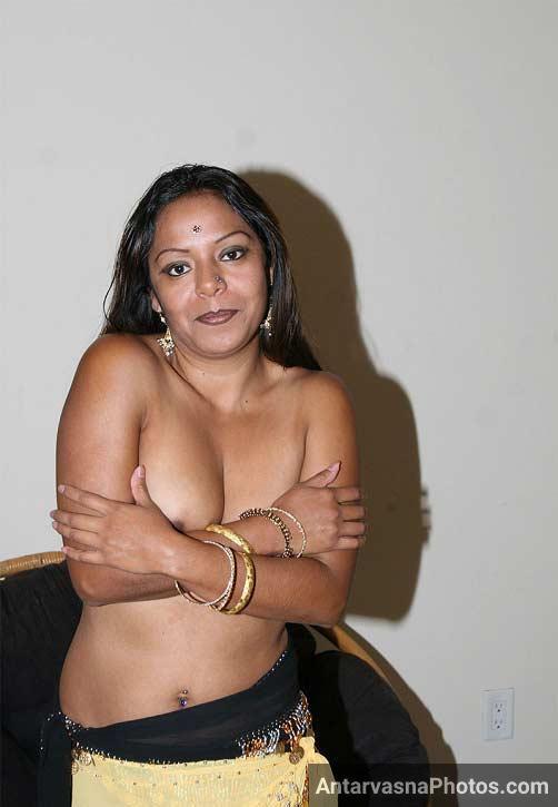 Indian mummy ko papa aur dost ne choda - Threesome chudai pics