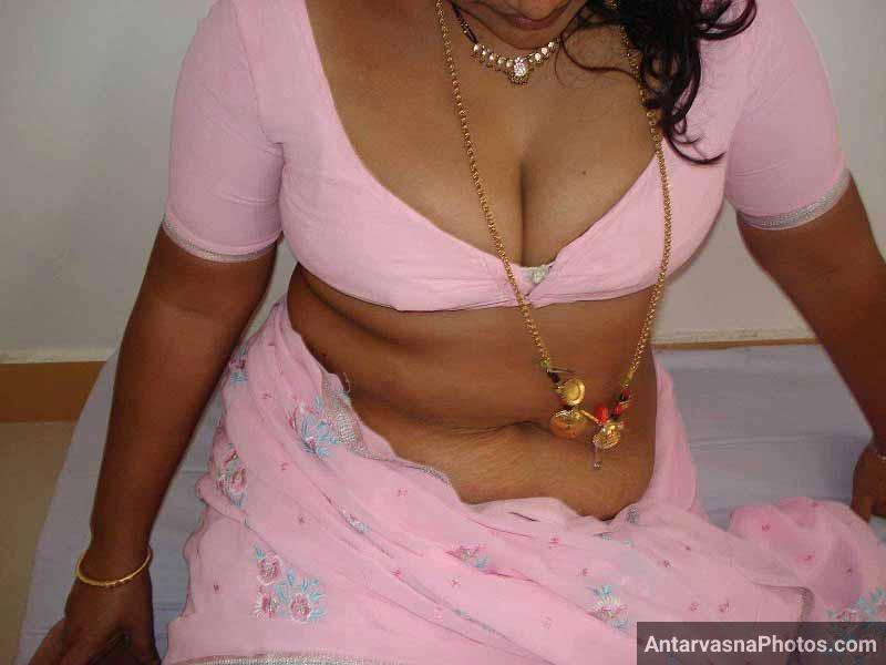 Smart southindian busty mallu aunty's boobs and pussy