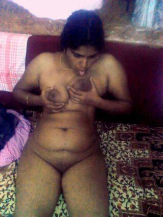 Mallu desi teacher ne apne bade Indian boobs dabaye aur chuse