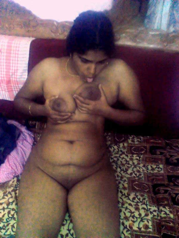 Mallu desi teacher ne apne bade Indian boobs dabaye aur chuse