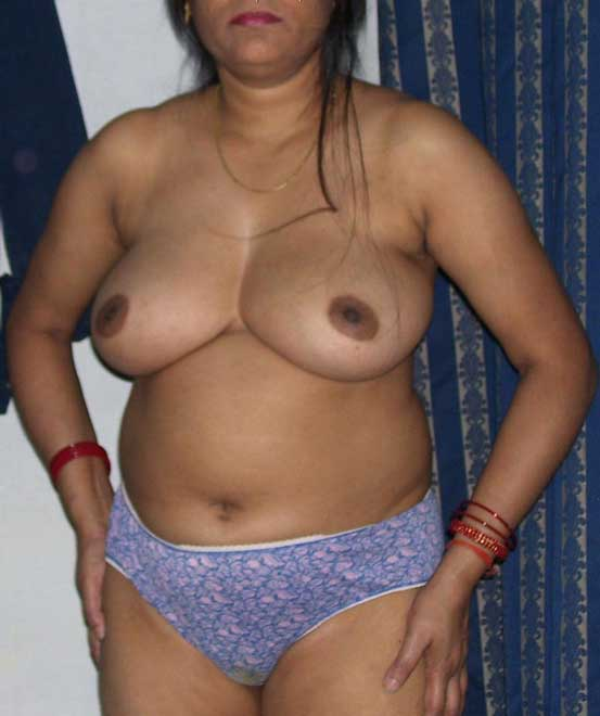 Laila aunty ke hot boobs - Nude Pakistani aunty sex pics