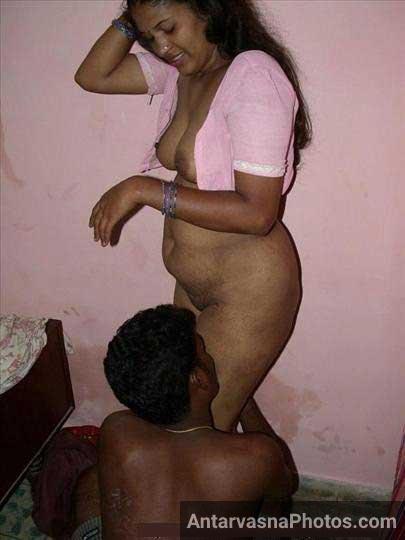 Himanshu ne apni wife ki chut ko chata - Indian couple sex pics