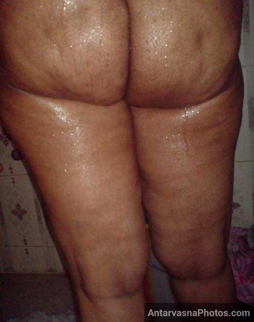 Nude Indian aunty ki gaand ke pics