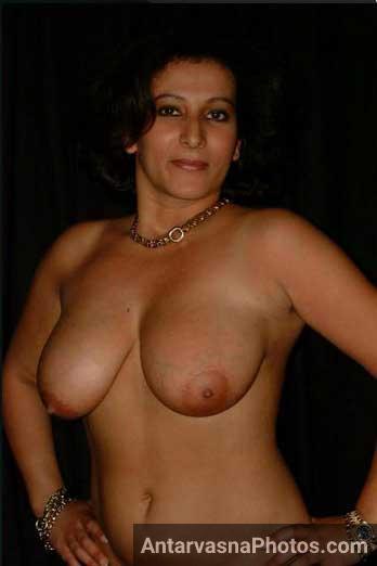 Horny aunty ke big Pakistani boobs ke pics