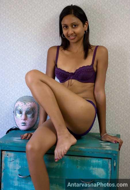 Sexy Delhi ki ladki Nisha ki mast bra aur panty ka photo