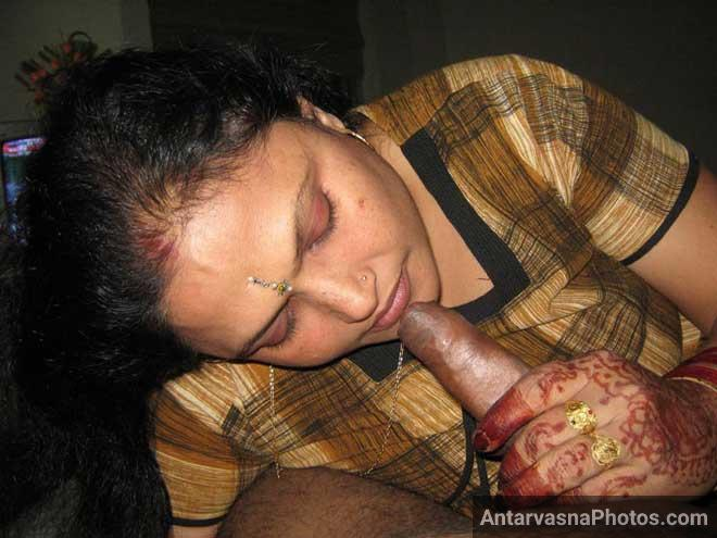 Desi sexy aunty blowjob - Lund sucking photos