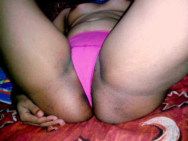 Office aunty ki gaand ke baad mujhe ab uski choot bhi dekhni thi