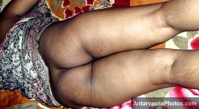 Chikni chut aur gaand dikhai Komal bhabhi ne - Desi pics