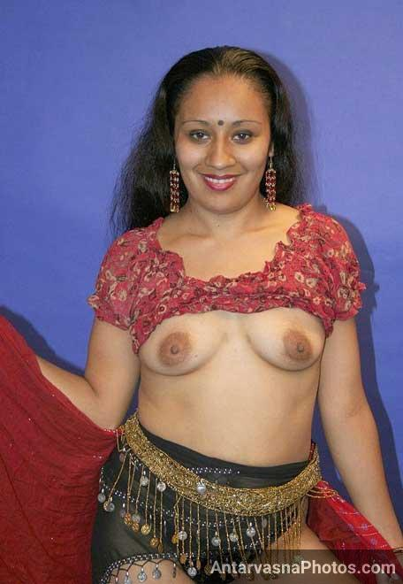 Apne boobs khol ke hot randi ne sab ko namaste kaha