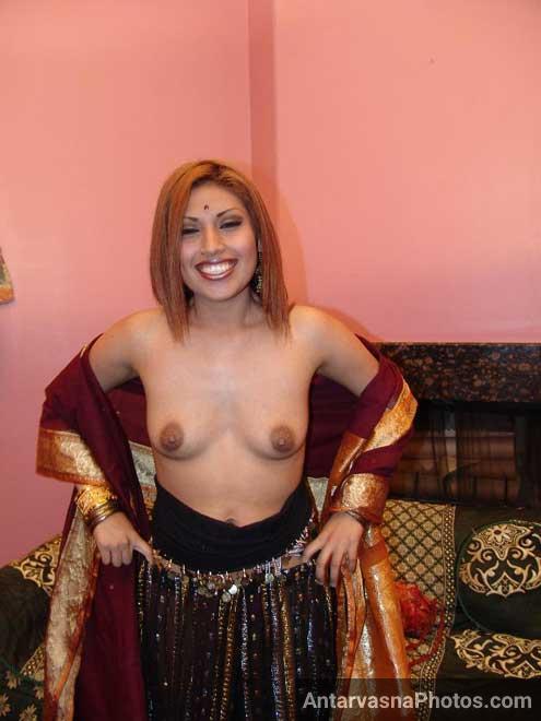 Big Indian boobs wali desi randi ka photo