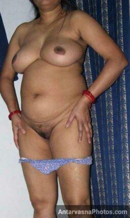 Nude Pakistani aunty ne apni chut dikhai mujhe
