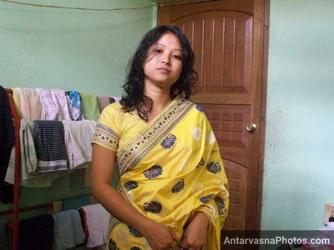 Sapna bhabhi apni saree me badi hot lag rahi hai