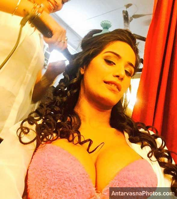 Poonam pandey hot boobs
