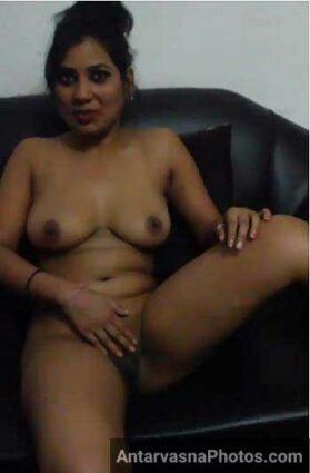 Bangalore whore apni chut ko khuja rahi hai - Desi sex pics