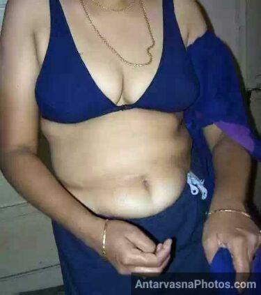 Indian MILF ka hot blouse photo